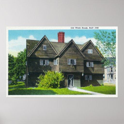 Vista exterior de la casa vieja de la bruja póster