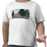 Vista exterior de la escuela del West End Camisetas