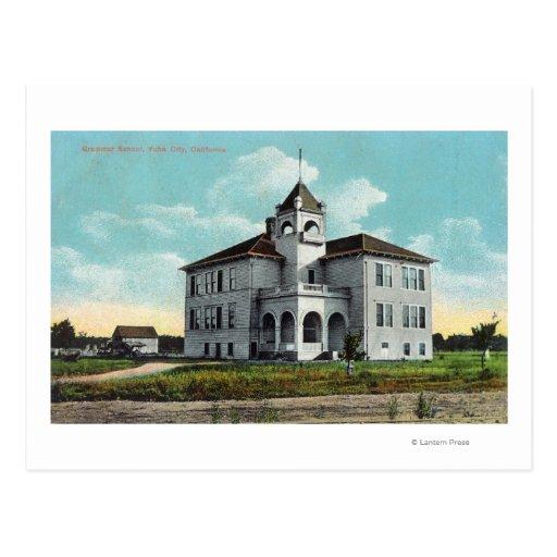 Vista exterior de la escuela secundaria tarjeta postal