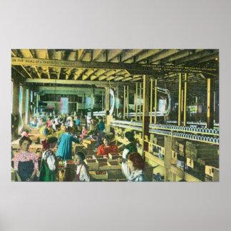 Vista interior de la fábrica de conservas de la hu póster