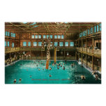 Vista interior de los baños de natación posters