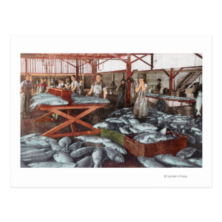 Vista interior de una fábrica de conservas de postales
