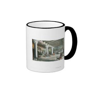 Vista interior del mesón de la sirena tazas de café