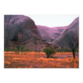 Vista lateral de la roca de Ayers, desierto de Anuncios