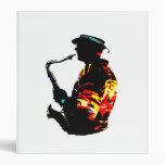 Vista lateral tropical del jugador de saxofón