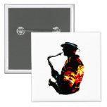 Vista lateral tropical del jugador de saxofón pins
