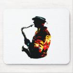 Vista lateral tropical del jugador de saxofón alfombrillas de raton
