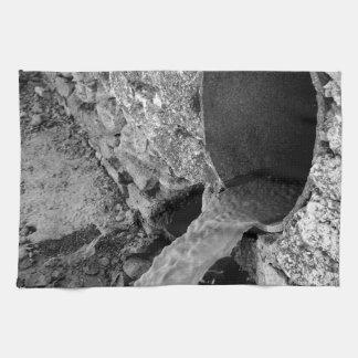 Vista monocromática de las corrientes toalla de mano