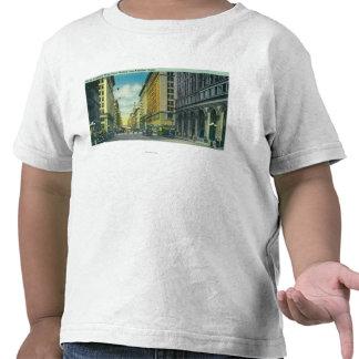 Vista occidental de la 7ma calle de la calle de la camisetas