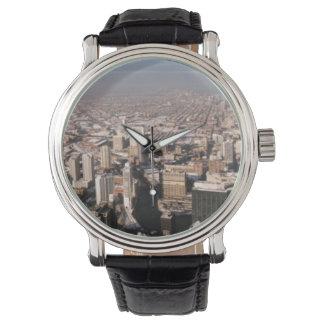 Vista panorámica de la ciudad reloj de mano