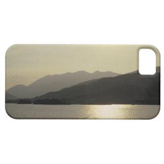 vista panorámica de las montañas y del lago 2 iPhone 5 funda