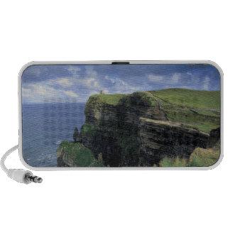 vista panorámica de un acantilado por la playa notebook altavoces