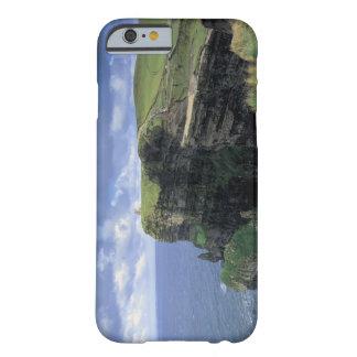 vista panorámica de un acantilado por la playa funda para iPhone 6 barely there