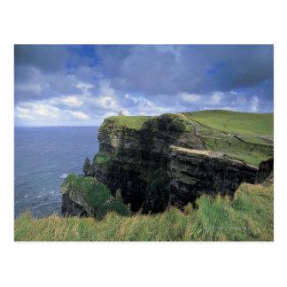 vista panorámica de un acantilado por la playa tarjetas postales