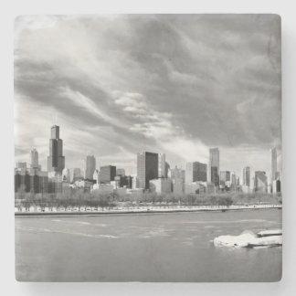 Vista panorámica del horizonte de Chicago en invie Posavasos De Piedra