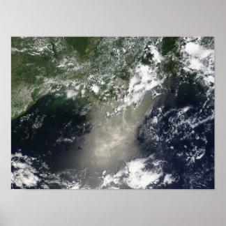 Vista por satélite de rayas y de cintas del aceite póster
