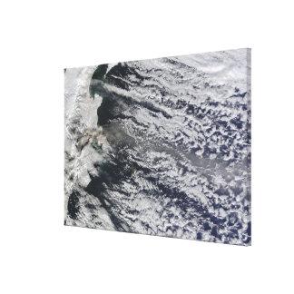 Vista por satélite de un penacho de la ceniza impresión en lona estirada