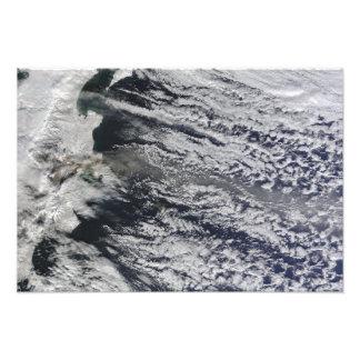 Vista por satélite de un penacho de la ceniza fotografía