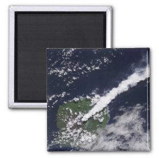 Vista por satélite de un penacho grueso, imán cuadrado