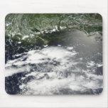 Vista por satélite del aceite que se escapa 2 mouse pads