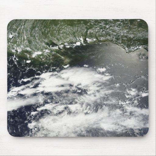Vista por satélite del aceite que se escapa 2 tapete de raton