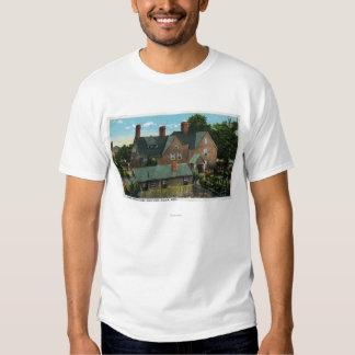 Vista posterior de la casa de siete aguilones camisas