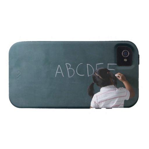 vista posterior de la escritura de la chica joven  Case-Mate iPhone 4 carcasas