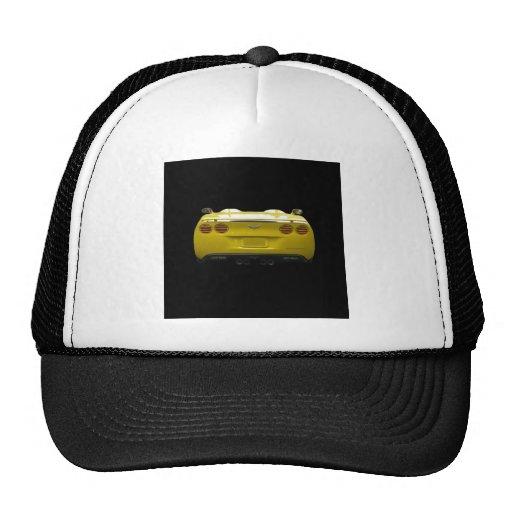 Vista posterior de una corbeta de encargo amarilla gorro de camionero