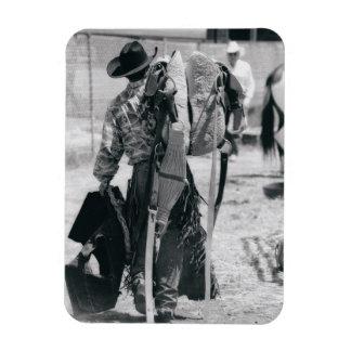 Vista posterior del vaquero que acarrea el engrana imanes flexibles