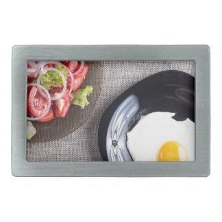 Vista superior de un desayuno hecho en casa sano hebilla de cinturon rectangular