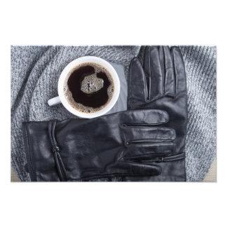 Vista superior de una taza blanca de café y de cojinete