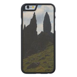 Vistas magníficas de la isla de Skye Funda De iPhone 6 Carved® Slim De Arce