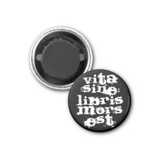 Vita sine libris mors est 1 inch round magnet
