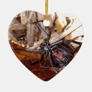 Viuda negra adorno navideño de cerámica en forma de corazón