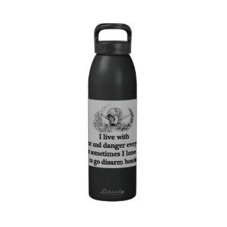 Viva con miedo y peligro… botellas de agua reutilizables