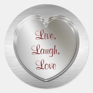 Vive el amor de la risa en el corazón de plata pegatina redonda