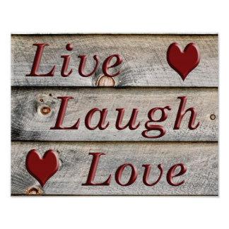 Vive el amor de la risa en el lado de un granero cojinete