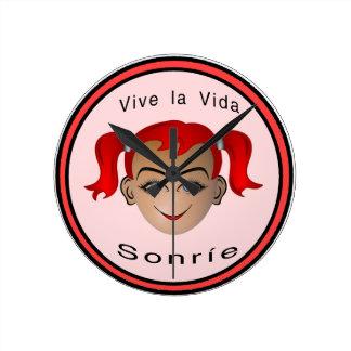 Vive La Vida Sonrie Niña Round Clock