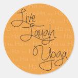 Vive la yoga de la risa pegatina redonda