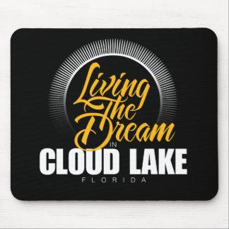 Viviendo el sueño en el lago cloud mouse pads