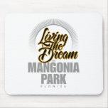 Viviendo el sueño en el parque de Mangonia Alfombrillas De Ratones