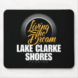 Viviendo el sueño en las orillas de Clarke del lag Alfombrillas De Ratones