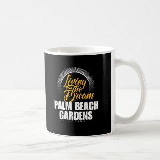Viviendo el sueño en Palm Beach Gardens Taza Básica Blanca