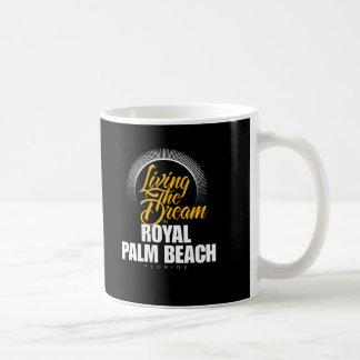 Viviendo el sueño en Palm Beach real Taza Básica Blanca