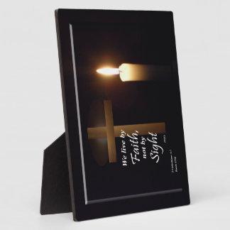 Vivimos al lado de la placa del verso de la biblia
