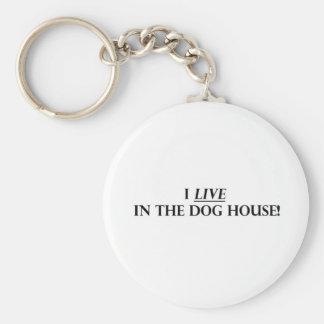 Vivo en la casa de perro llavero redondo tipo pin