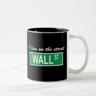 """Vivo en taza del Wall Street de la calle"""