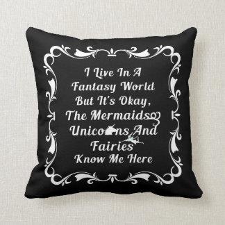 Vivo en un mundo de fantasía cojín