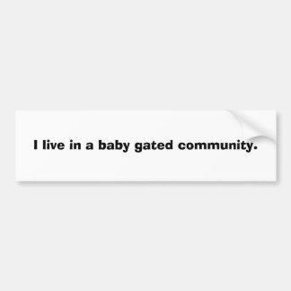Vivo en una comunidad cercada del bebé pegatina de parachoque