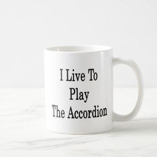 Vivo para jugar el acordeón taza de café
